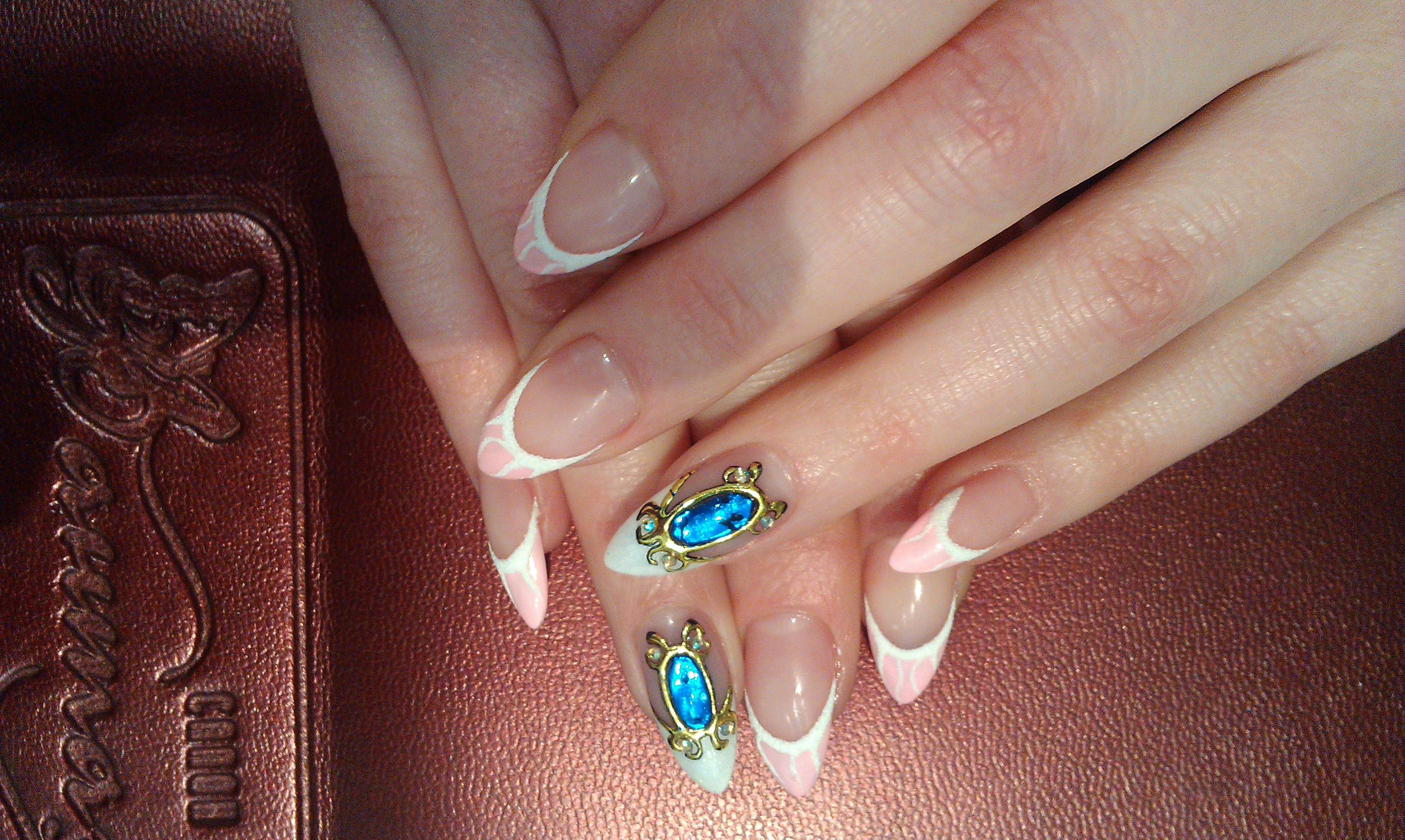 Камни на ногтях фото
